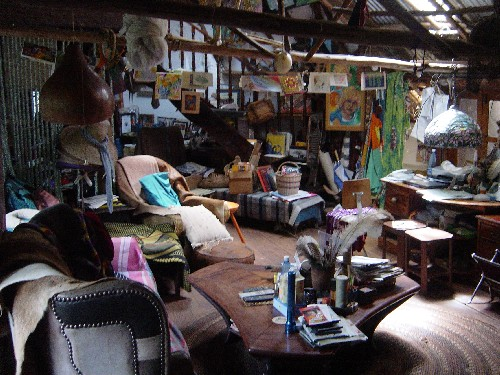 Cluttered-livingroom-too-much-furniture